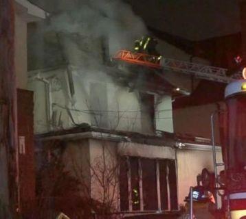 house_fire2-street-ladder-wabc-171218_31x13_992