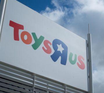 skynews-toys-r-us-sign-uk-luton_4171535