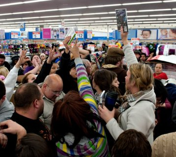 black-friday-shoppers1-1