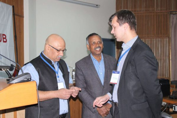 Nirbhay-Karandhikar-Prof.-Venkat-and-Olli-Tolkki-exchanging-ideas-at-IC-InnovatorCLUB-third-meeting-1024x683