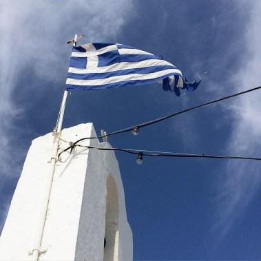 _fter_mal_nach_oben_gucken___Griechenland__Flagge__naoussa__paros__wirsindfans___ftermalnachobengucken