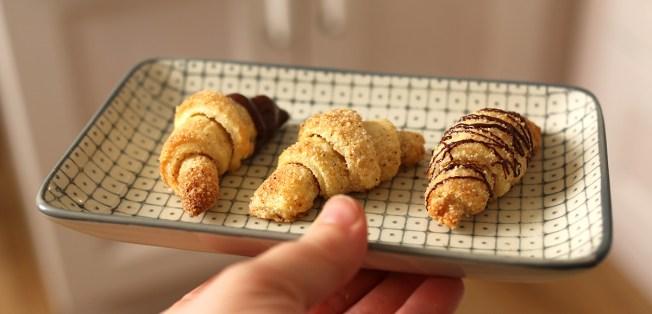 Diese Mini Mandelhörnchen sind ein absolutes Muss für die Keksdose. Schokoladenhörnchen im Glas sind auch ein tolles Mitbringsel   Ichsowirso