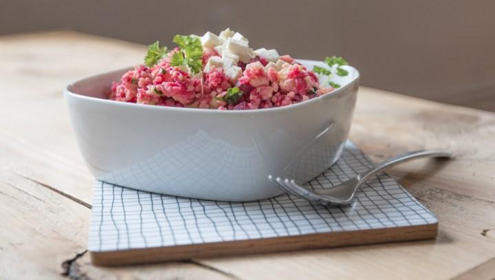 Hirsesalat mit Feta und Roter Beete. Lecker leichtes Rezept und das perfekte Mitbringsel zum grillen oder als leichte Beilage | Ichsowirso.de
