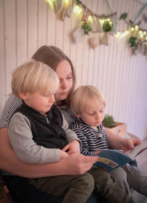 Wir haben eine neue Tradition, in diesem Jahr gibt es bei uns eine Weihnachtskiste mit Weihnachtsbüchern drinnen. | Ichsowirso.de