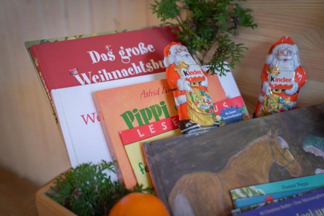Wir haben eine neue Tradition, in diesem Jahr gibt es bei uns eine Weihnachtskiste mit Weihnachtsbüchern drinnen.   Ichsowirso.de