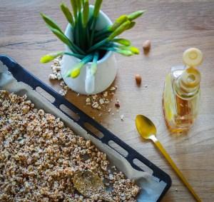 Granola, Crunch oder Topping, nennt es wie ihr wollt. Hier kommt mein Rezept für unser leckeres und schnelles Knusper Nuss Topping. Rezept auf dem Blog   Ichsowirso.de