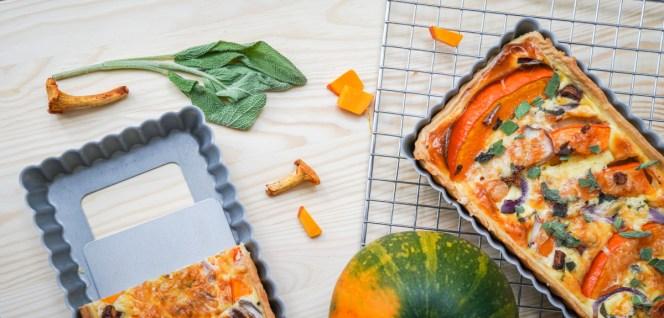 Herbst Quiche mit Kürbisquiche mit Pfifferlingen und Salbei. Ein schnelles und eifnaches Rezept findet ihr jetzt auf dem Blog | Ichsowirso.de