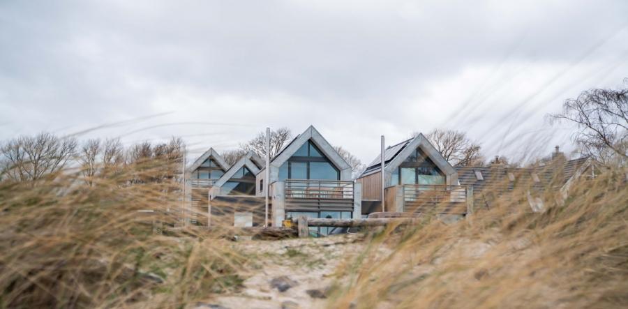 Die super schönen Design Villas auf Fehmarn haben es uns echt angetan. Klares Design, hell und aufgeräumt, modern und skandinavisch wohnen. Ein Beircht auf Ichsowrso.de