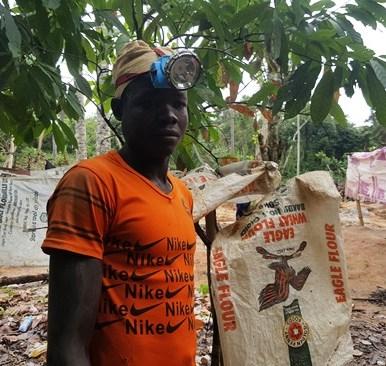 Unidentified miner at Ifewara site Photo Credit: Olugbenga Adanikin, The ICIR