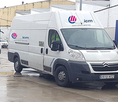 Completa flota de vehículos comerciales y para entregas del cableado a medida fabricado por ICM
