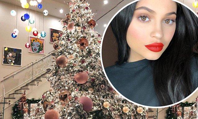 Pregnant Kylie Jenner Puts Pink Christmas Tree ON DISPLAY! image