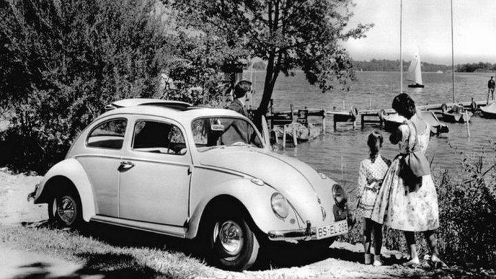 Viajando por Alemania en los cincuenta, naturalmente en un Escarabajo...