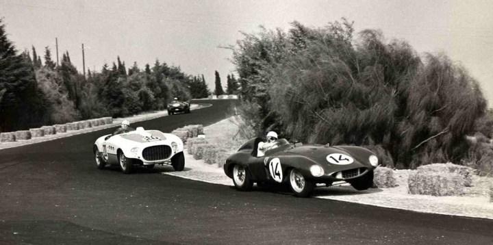 Dos Ferrari en el circuito de Monsanto en 1955