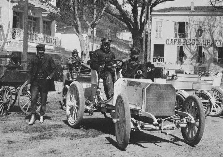 Historia de Mercedes-Benz: Jellinek con su 35HP listo para las carreras de 1901 | Daimler AG