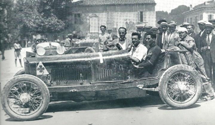 Enzo Ferrari y su copiloto-mecánico en la Coppa Ciano de 1924