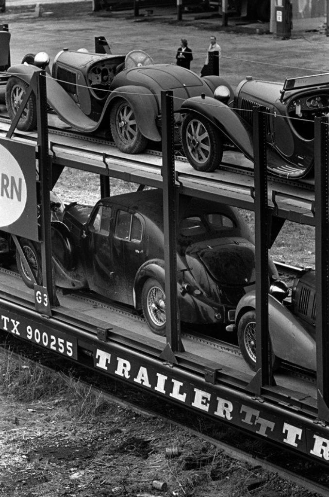 La carga de los 30 Bugatti de John Shakespeare   velocetoday.com