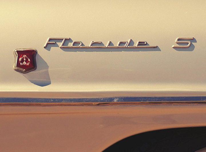 Typography Renault Floride