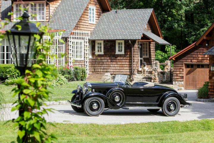 Bonhams 1931 Cadillac 355-A V-8 Roadster Fleetwood $ 165,200