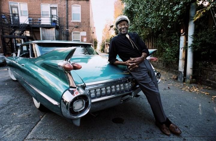 Chuck Berry posando con un Cadillac del '59 para is Esquire Magazine el 10.11.2011 en St Louis, Missouri | Danny Clinch para Esquire:Contour