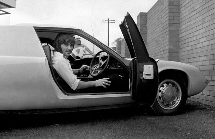 George Best, la estrella del Manchester United, con su Lotus Europa en julio de 1967 | EMPICS Sports Photo Agency