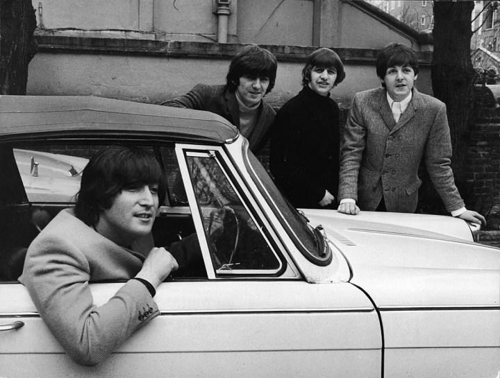 John Lennon con su Triumph Herald descapotable | Express Newspapers/Hulton Archive/Getty Images
