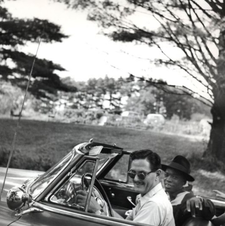 Stars & Cars 3 El crítico de jazz Marshall Stearns con un jovencísimo John Lee Hooker, en 1951 | Clemens Kalischer