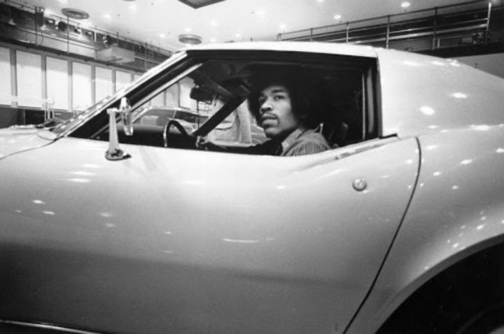 Stars & Cars 3 Jimmy Hendrix con su Corvette en 1969 | Michael Ochs Archives:Getty Images