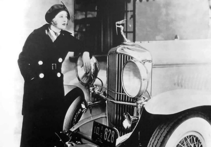Stars & Cars 3 La actriz Carole Lombard con su Duesenberg Model J de 1934
