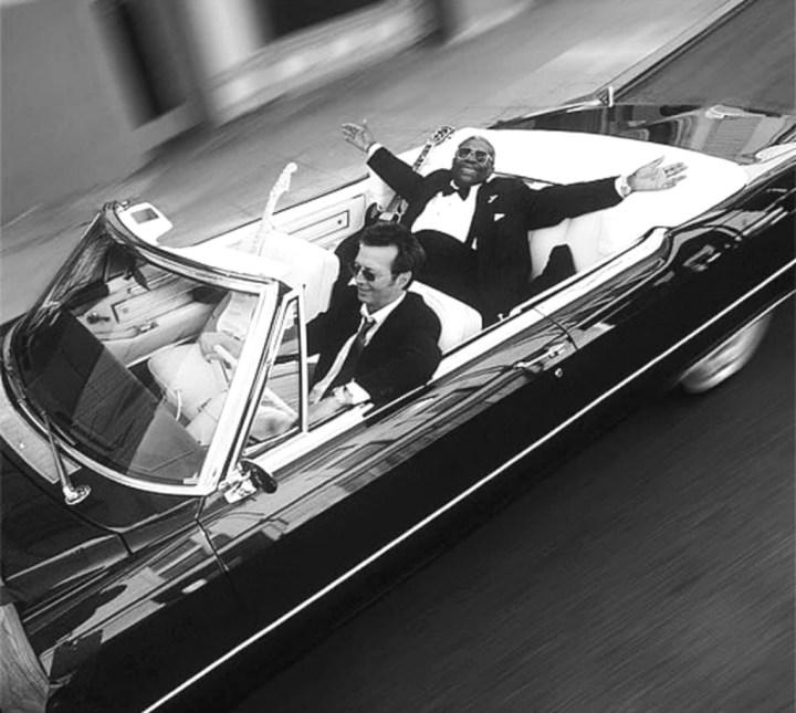 Eric Clapton y BB King navegando en un Cadillac para la portada del disco Riding with the King el 13 de junio de 2000 | Robert Sebree