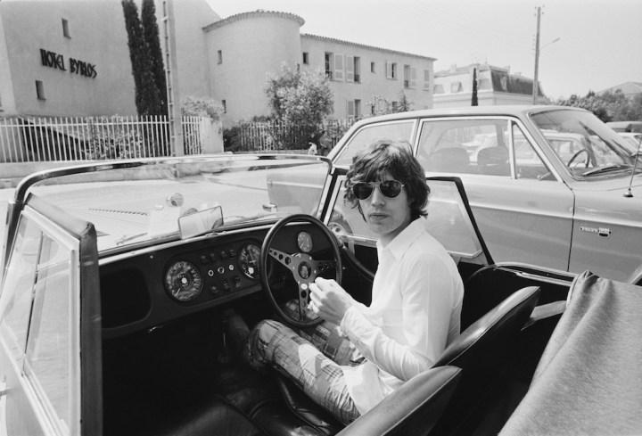 Mick Jagger delante del hotel Byblos en Saint-Tropez, Francia, en mayo de 1971 | Reg Lancaster:Daily Express:Getty Images