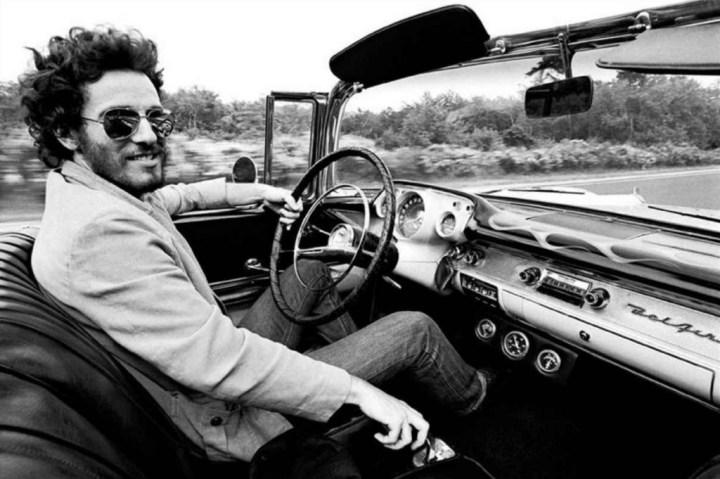 Personajes singulares y sus coches: Bruce Springsteen conduciendo su Chevrolet Bel Air del 57 alrededor de 1975 | Reuters