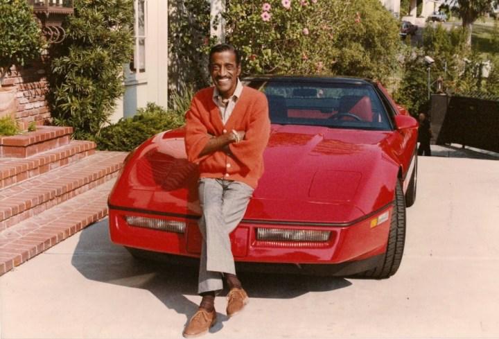 Personajes singulares y sus coches: Sammy Davis Jr. sobre el Chevrolet Corvette C4 de 1984 que conducía en la película Cannonball II