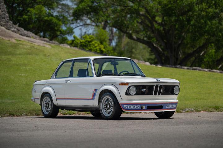 Amelia Island 2021: 1975 BMW 2002 TURBO est 110-140.000$ venta 140.000$ | Bonhams
