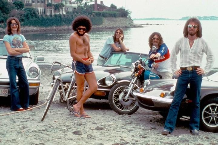 La banda Boston posa para la revista CREEM en Swampscott, Massachusetts, en agosto de 1977