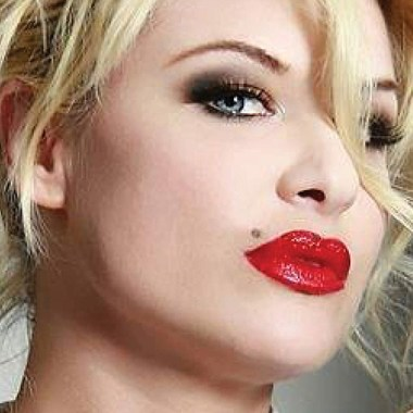 "Bobbie Brown's ""Cherry On Top"""