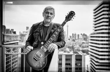 Alex Lifeson with his Epiphone Les Paul Standard Axcess