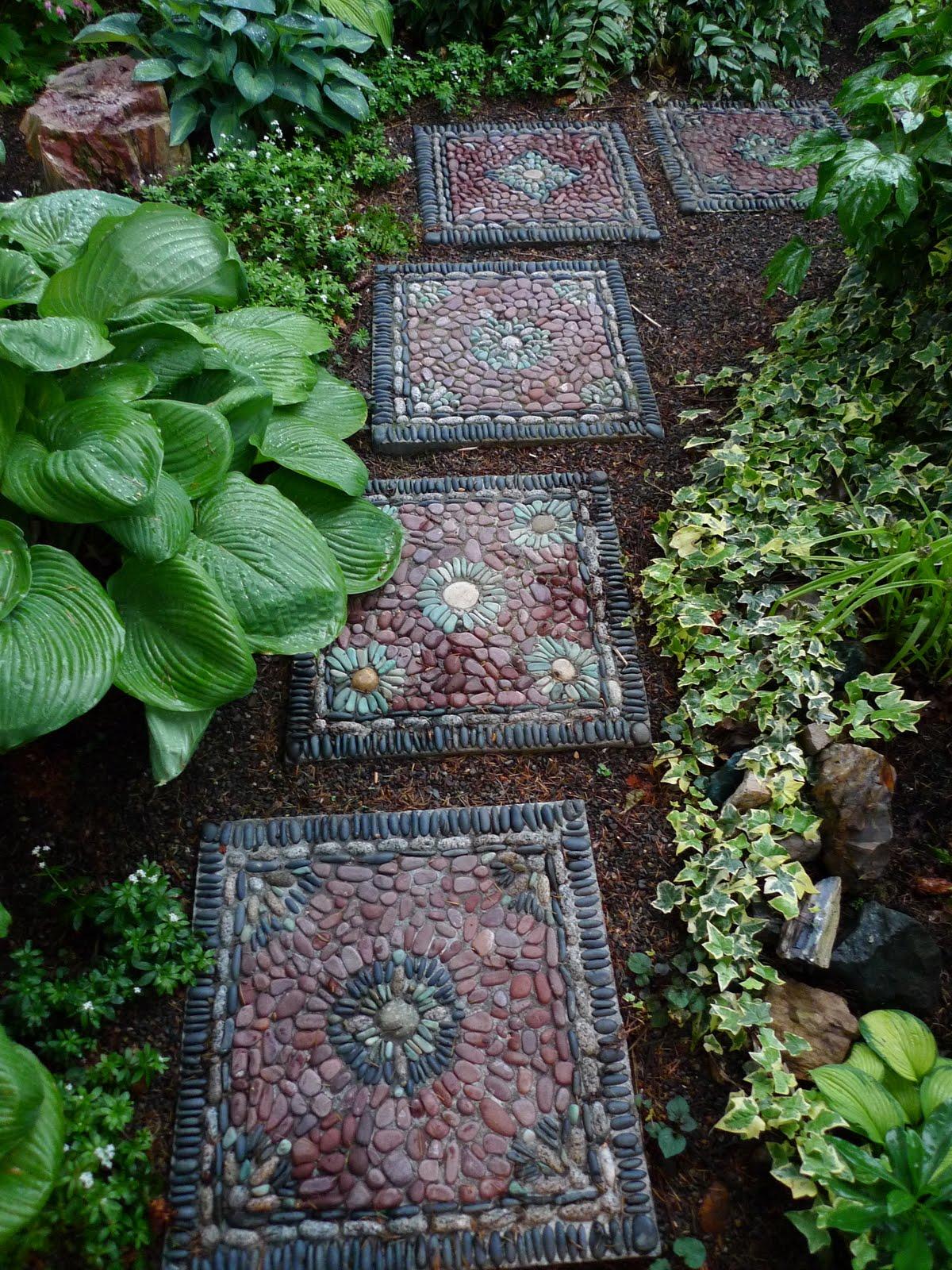 30 Beautiful DIY Stepping Stone Ideas to Decorate Garden on Backyard Pebble Ideas id=69185