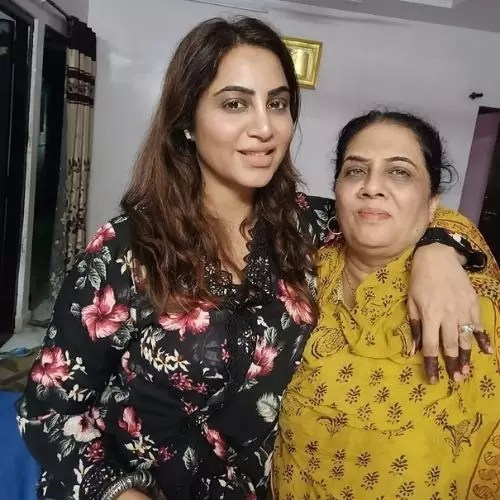 Arshi Khan with Mother