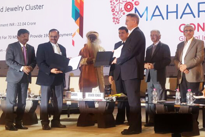 Government of Maharashtra and ICRISAT-led coalition signed a memorandum of understanding at a ceremony during ongoing Magnetic Maharashtra: Convergence 2018 event in Mumbai. In the picture Chief Minister of Maharashtra Devendra Fadnavis, Dr. Peter Carberry, DDG, ICRISAT and Dr. Suhas Wani, Director, ICRISAT Development Center. The partnership is a bold initiative for the science-led development of agriculture in the drought-prone drylands of Vidarbha Region of the state.