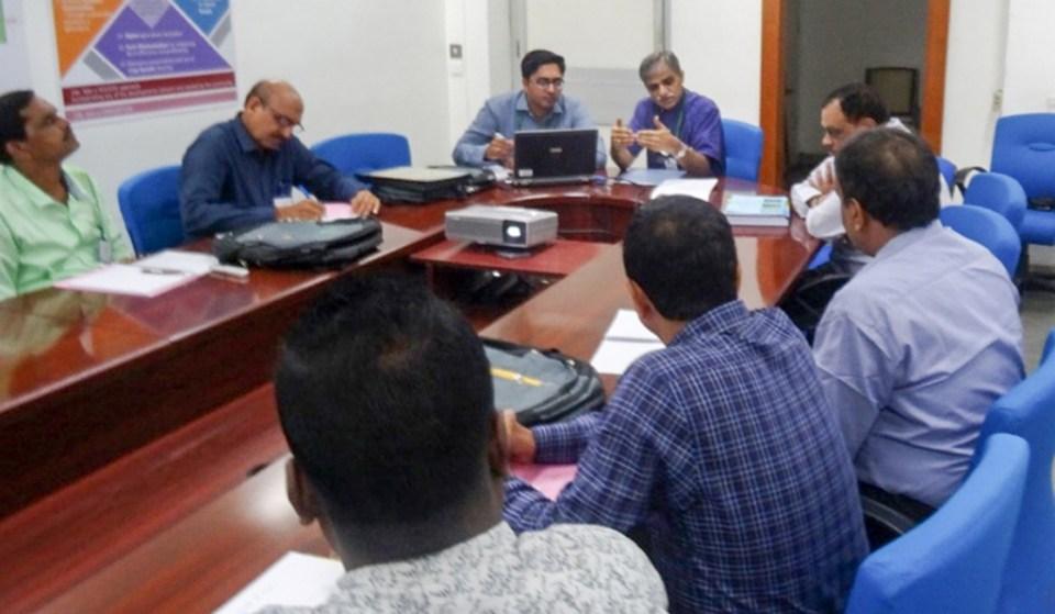 Dr Sreenath Dixit, Theme Leader, IDC, briefing the trainees. Photo: IDC, ICRISAT