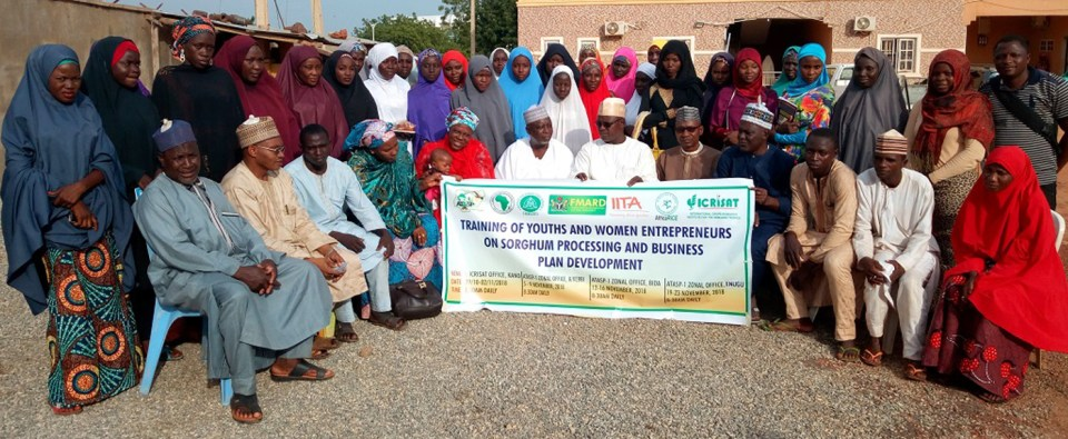 Participants to the training in Sorghum processing in Kebbi-Sokoto SCPZ, Northern Nigeria. Photo: F Akinseye, ICRISAT