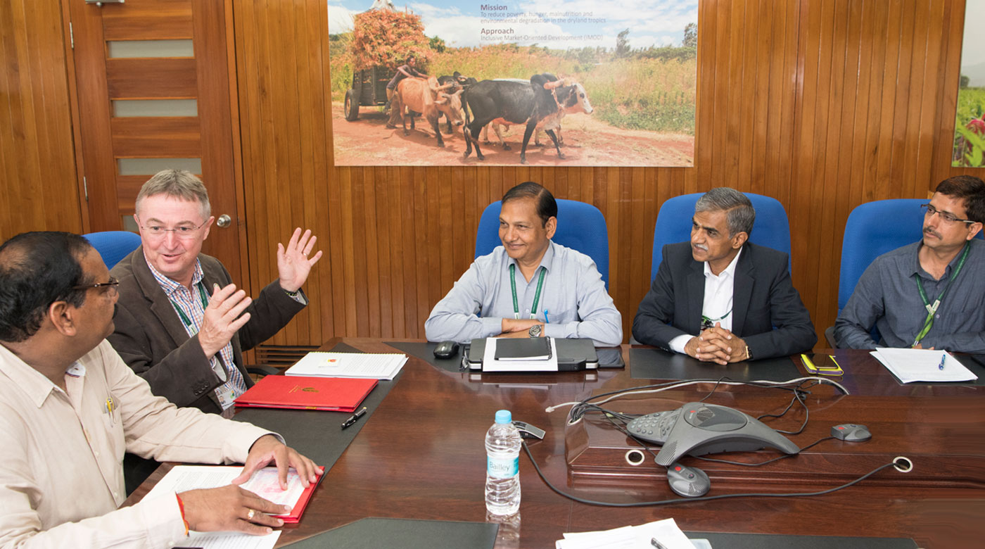 (L-R): Mr MSRK Prasad, Senior Vice President, UltraTech Cement; Dr Peter Carberry, Director General, ICRISAT; Dr Pooran Gaur, Director, Research Program Asia; Dr Sreenath Dixit, Head ICRISAT Development Center; and Dr Kaushal Garg, Scientist, IDC, at signing of the MoU. Photo: S Punna, ICRISAT
