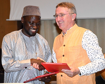 (L–R) Dr Ndjido A Kane, representing Director General, Senegalese Institute for Agricultural Research and Dr Peter Carberry, Director General, ICRISAT. Photos: A Diama, ICRISAT