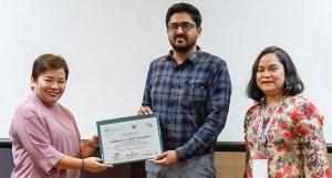 Dr Angel C Enriquez, Director, Bureau of Soils and Water Management, Philippines, presents the SEALNET participation certificate. Photo: BSWM