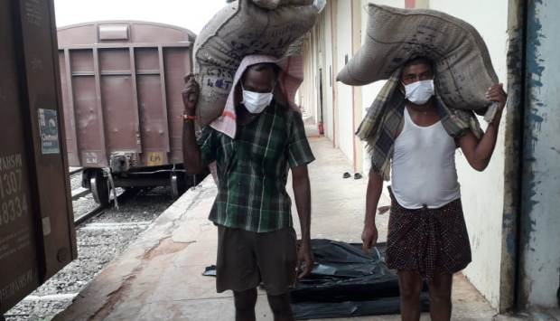 Many migrant farm labourers were forced to leave for their villages during the lockdown. Photo: FCI
