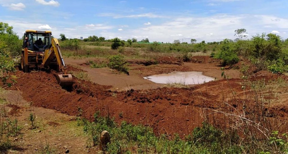 With the support of a local NGO, construction has been able to start. Farmers have been taking the silt to be used in their fields as a way of supporting the soil. Photo: Trident Sugars