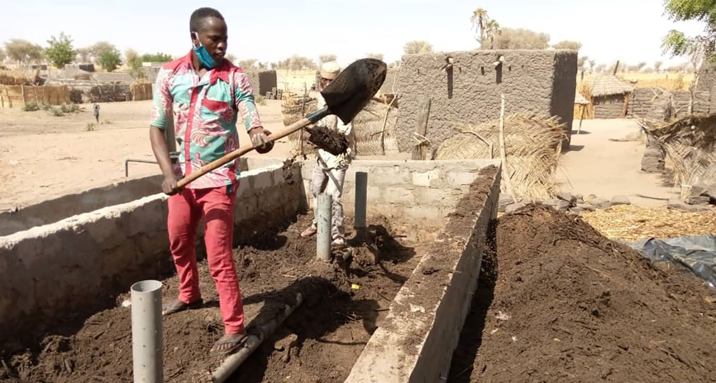 Fararou Ousmane operating his CAV. Photo: Ibrahima Abdoussalam, ICRISAT