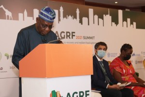 His Excellency Olusegun Obasanjo, Chair of the Africa Food Prize Committee and former President, Federal Republic of Nigeria, announcing ICRISAT as the Africa Food Prize 2021 laureate at the media briefing during the Africa Green Revolution Forum (AGRF) 2021 Summit.