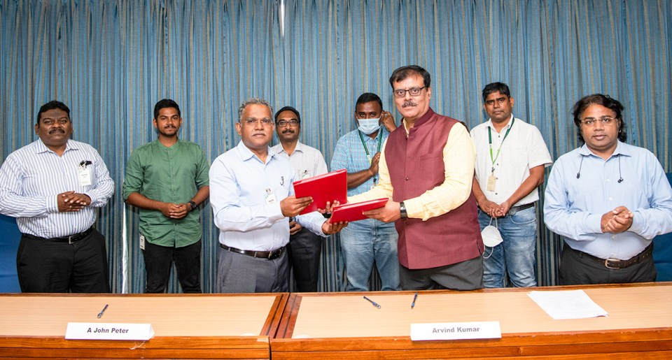 (L-R) Dr E Leo Daniel, Director-Operations, VBTIPL; Mr Roger, Value Chain and Marketing Executive, VBTIPL; Dr A John Peter, Managing Director, VBTIPL; Dr K Venkateshwara Rao, Director-Research, VBTIPL; Dr S Gopalakrishnan, Microbiologist, Crop Protection & Seed Health, ICRISAT; Dr Arvind Kumar, DDGResearch, ICRISAT; Dr Rajan Sharma, Cluster Leader, Crop Protection & Seed Health, ICRISAT; and Dr Rajeev K Varshney, Research Program Director, Accelerated Crop Improvement, ICRISAT, at the agreement signing at the Hyderabad HQ. Photo: S Punna, ICRISAT