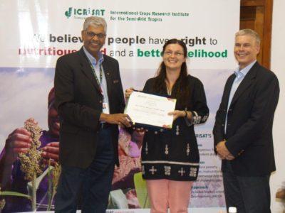 Dr Kholova receiving the Doreen Margaret Mashler Award. Photo: B Masaiti